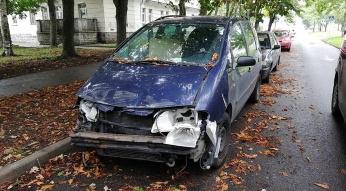 Брошенный автомобиль, принадлежавший украинскому работнику. Автор: МуПо